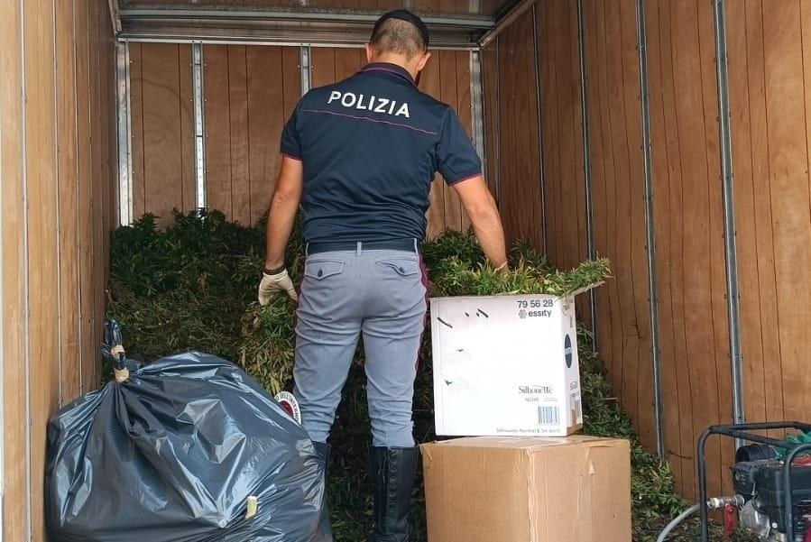Furgone fugge all'alt, inseguimento a Olbia: a bordo c'erano oltre 500 chili di marijuana