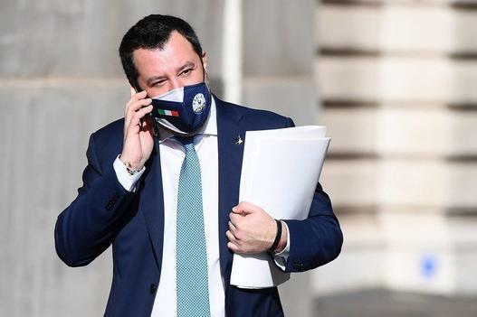 """Salvini al rapper: """"Prendiamoci un caffè, sono contrario all'utero in affitto"""""""