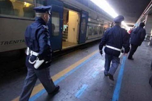Agenti della Polfer (archivio L'Unione Sarda)
