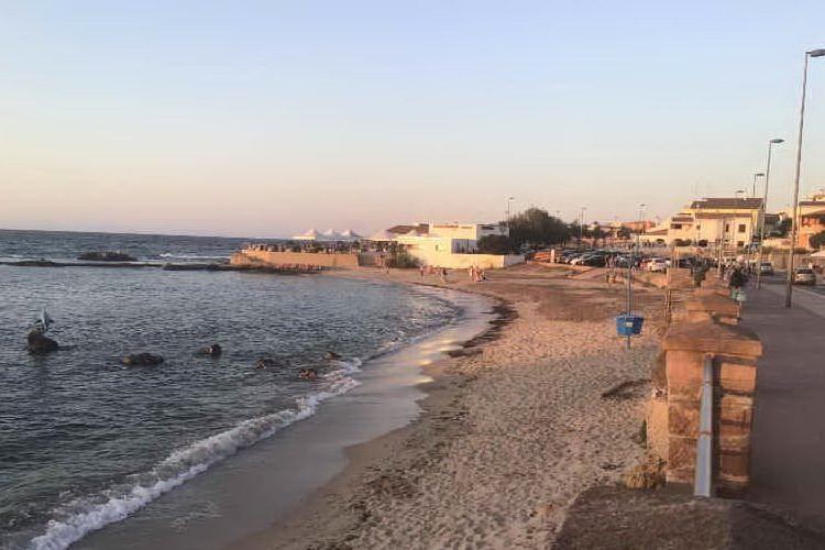 Porto Torres, protesta in spiaggia: un solo posto auto per disabili