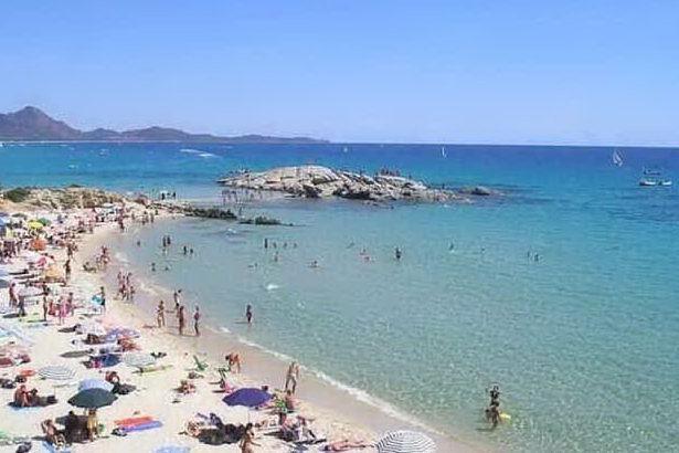 Spiagge ancora in crisi, i balneari: a luglio in Sardegna presenze giù del 70%