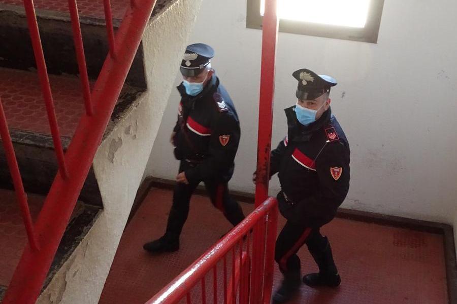 Cagliari, controllano nella notte un arrestato ai domiciliari: ma nell'ascensore c'è una sorpresaper i carabinieri