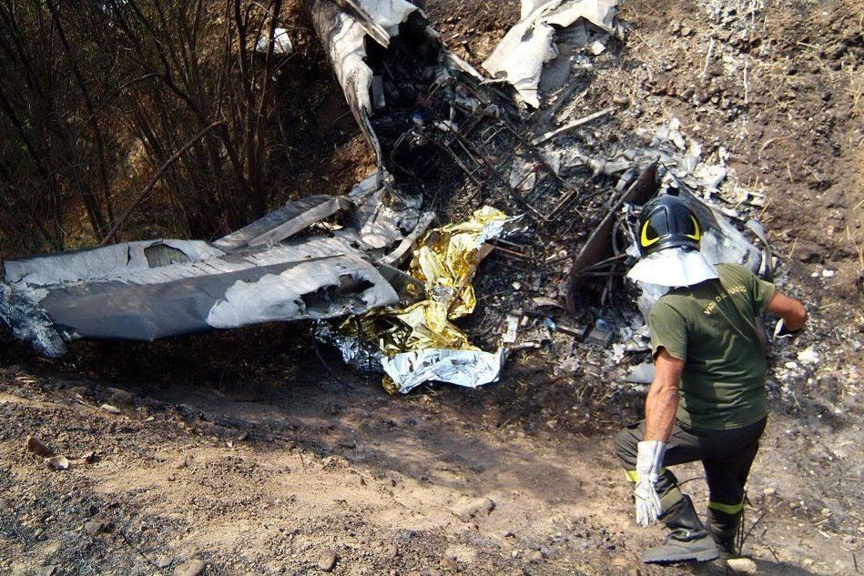 I resti dell'aereo (L'Unione Sarda)