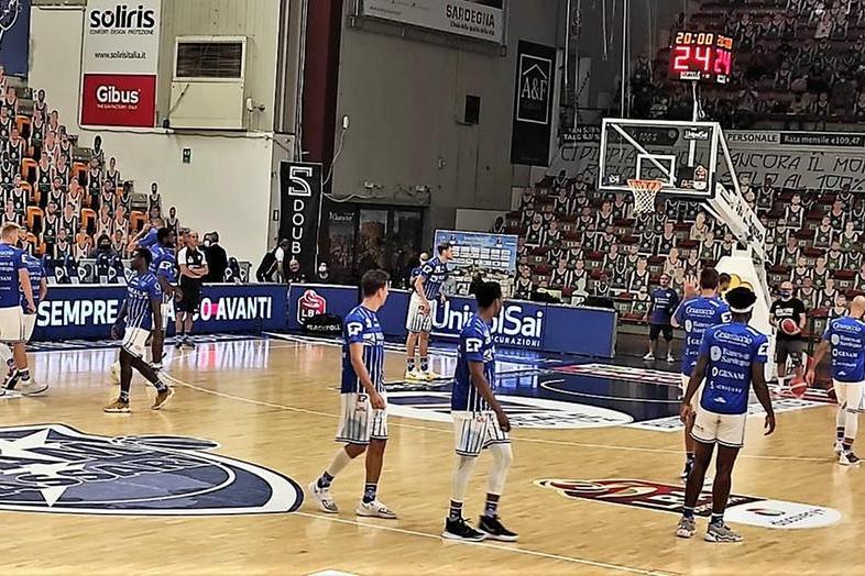 La Dinamo vince anche a Cremona 98-87 e va ai quarti contro Brindisi