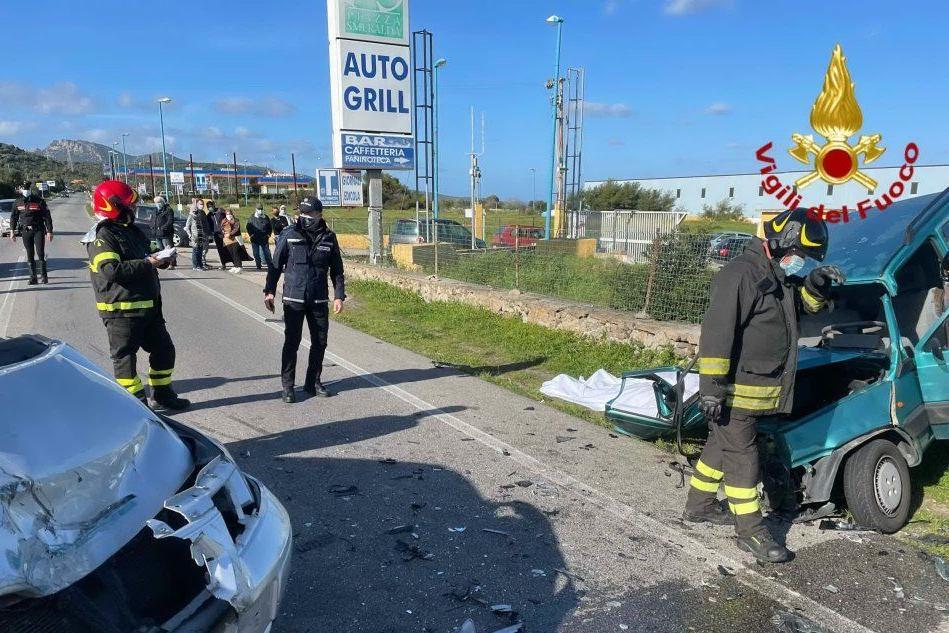 Tragico scontro a Olbia, due morti Il responsabile si allontana: fermato