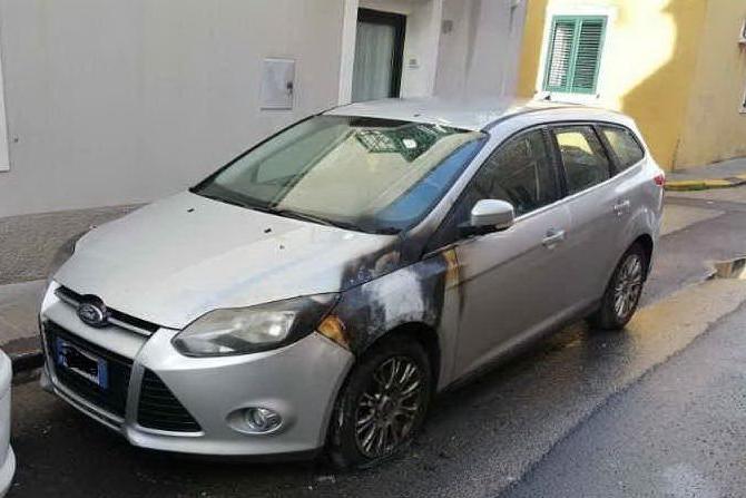 Auto in fiamme a Porto Torres, torna l'incubo piromani