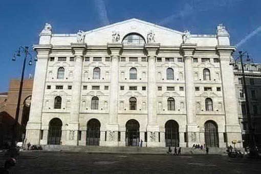 Borsa: chiude in positivo Milano. Galoppa il Cavallino rampante