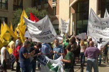 La protesta a Cagliari (foto twitter @manuel_persico)