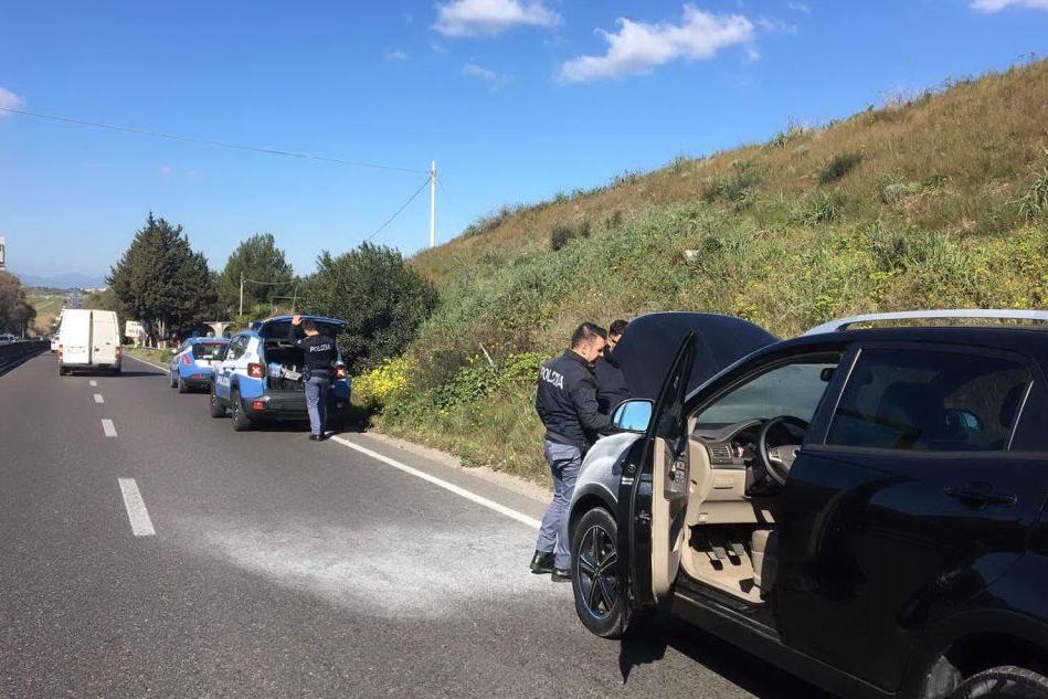 Auto a fuoco sulla ex 131: traffico in tilt