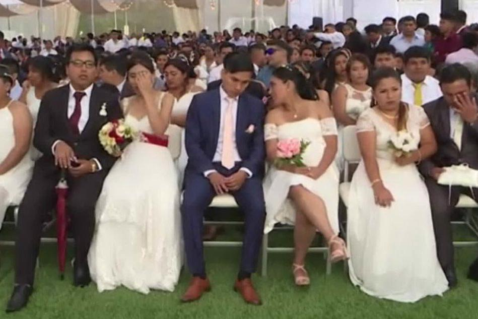 Matrimonio collettivo in spiaggia per 95 coppie