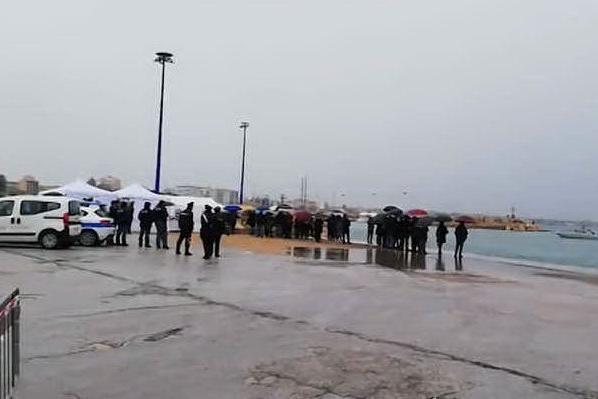 L'arrivo dei pescherecci con i pescatori liberati in Libia