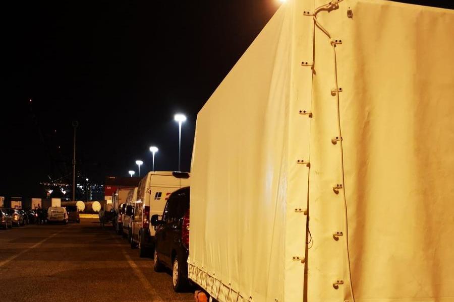 La nave parte per Olbia,centinaia di passeggeri lasciati a terra: rivolta a Livorno