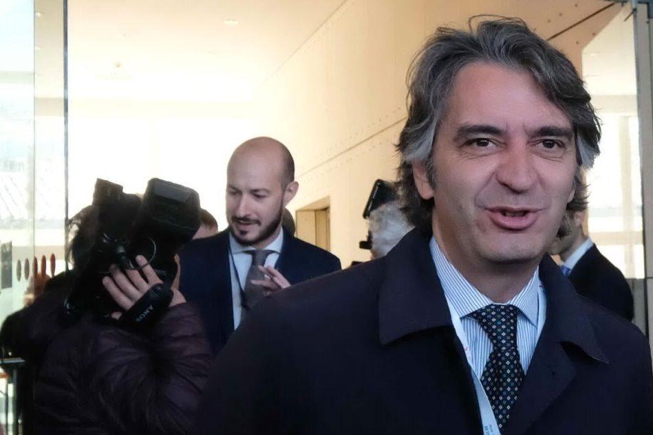 """Il sindaco di Verona contro Di Maio: """"Noi sfigati? Non venga al Vinitaly"""""""