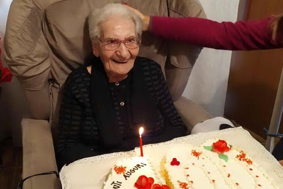 Carbonia, i 100 anni di nonna Santina