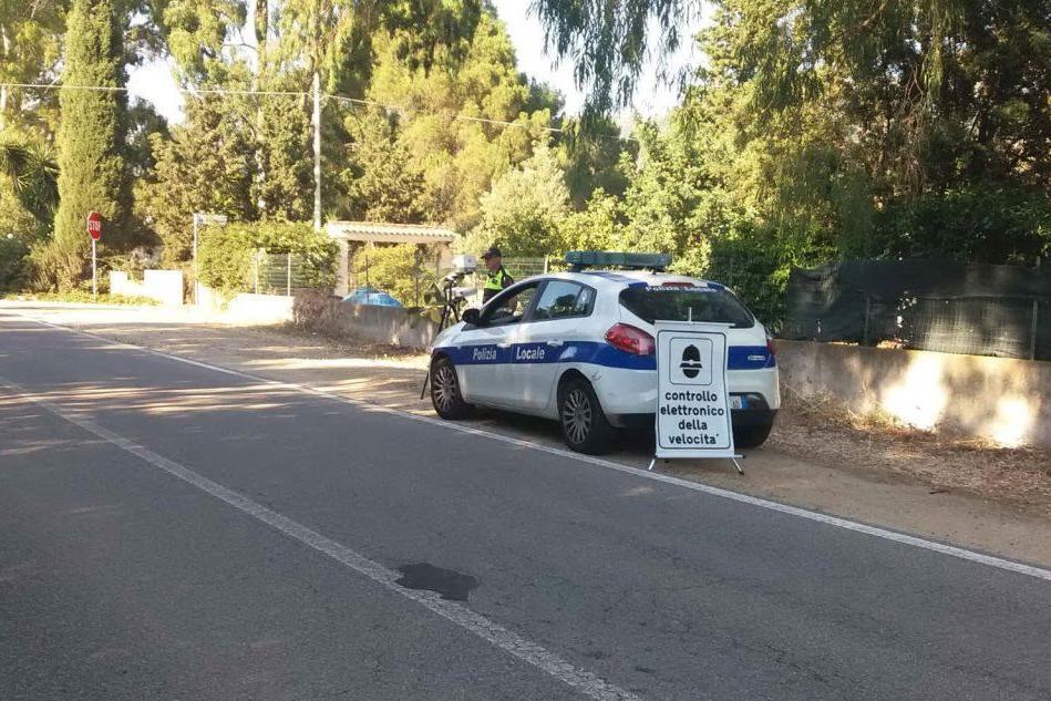 Posti di blocco della Polizia locale sul litorale di Solanas e a Sinnai