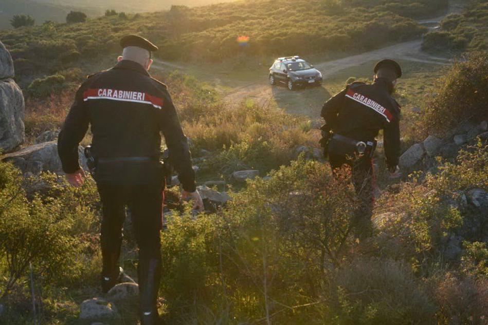 Villaputzu, esplode per sbaglio un colpo durante una battuta di caccia: la vittima perde un occhio