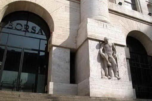 Borsa, Piazza Affari perde slancio: bene le banche