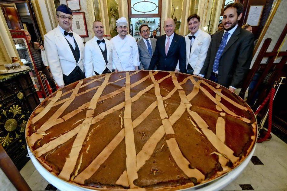 Napoli, la pastiera è da record. Il peso? 300 chili