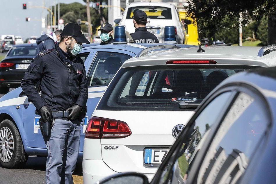 Controlli della polizia (Archivio L'Unione Sarda)