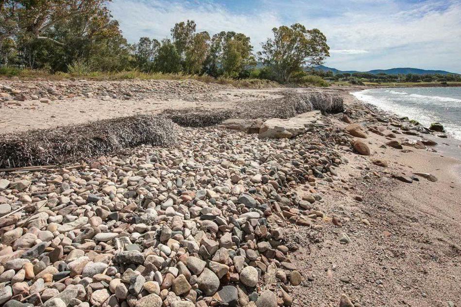 Quartu, una distesa di pietre nelle spiagge del litorale