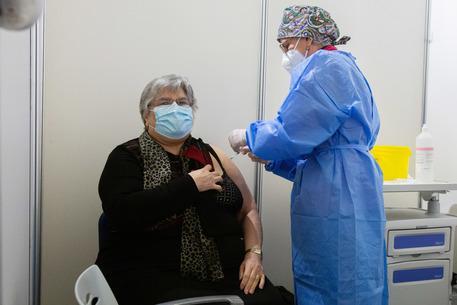 """Sardegna, gli over 80 non vaccinati """"si presentino direttamente nei centri senza prenotare"""""""