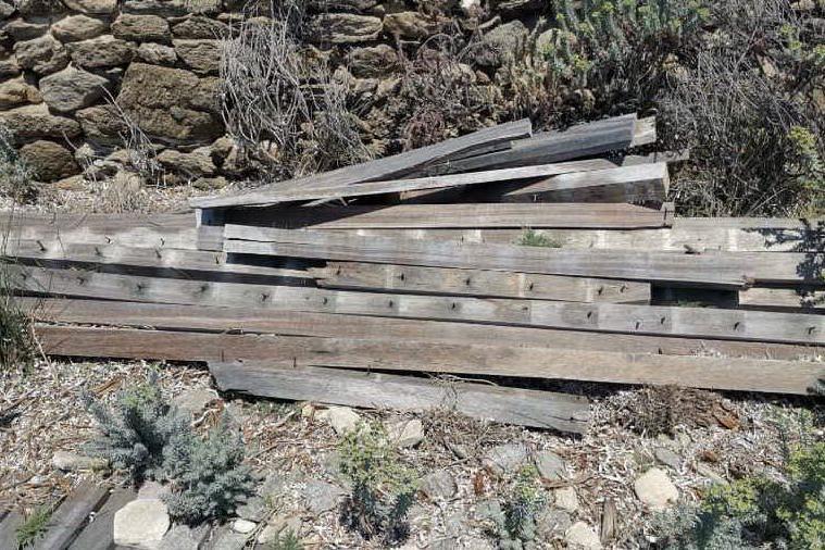 All'Asinara passerelle trappole per i bagnanti