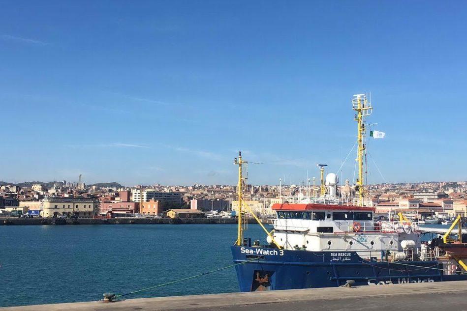 """Sea Watch bloccata a Catania """"per irregolarità"""""""