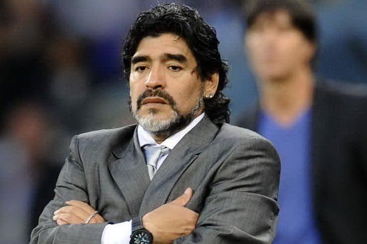 """Maradona fa causa a Dolce & Gabbana: """"Sfruttano il mio nome"""""""