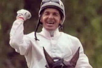 Angelo Godani, a 61 anni il fantino sardo continua a vincere