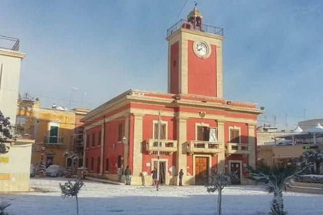 Taranto, finto pacco bomba con teschio: case evacuate, ma è uno scherzo