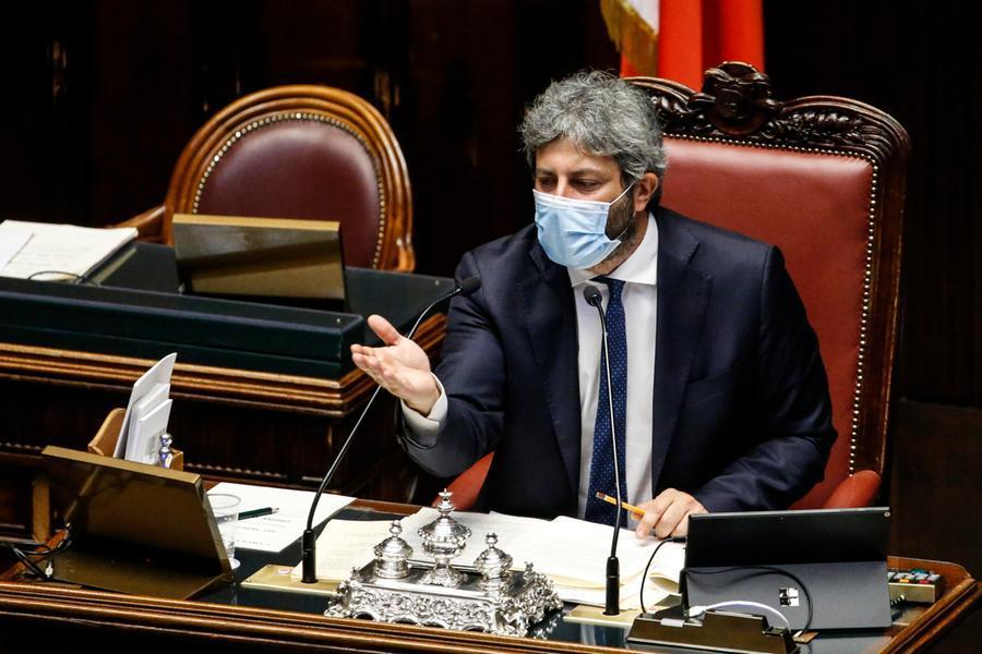 """Ancora polemiche sul reddito di cittadinanza,Fico: """"Lo difenderemo"""""""