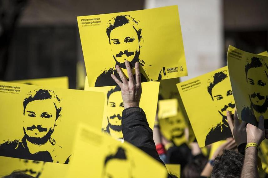 """Giulio Regeni, sospeso il processo contro gli 007 egiziani: """"Non c'è la prova che sappiano di essere imputati"""""""