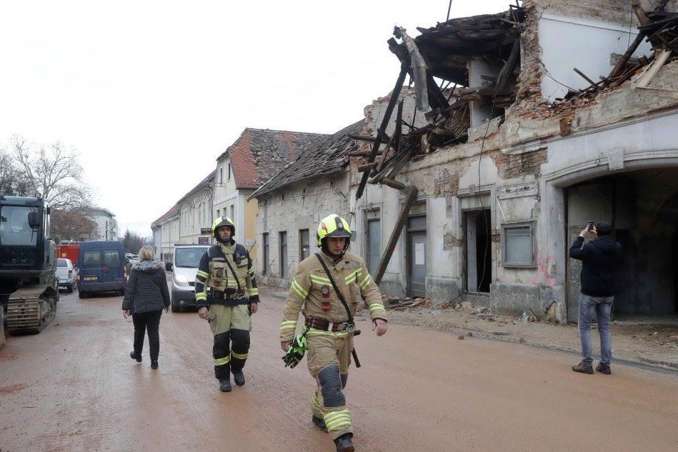 In Croazia è la giornata del lutto nazionale: silenzio e dolore per le vittime del sisma
