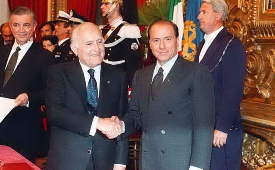 Insieme a Silvio Berlusconi (archivio L'Unione Sarda)