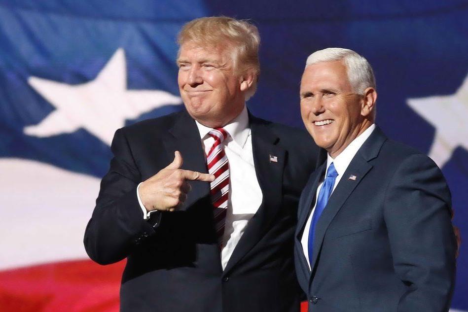 Mike Pence con Donald Trump (foto archivio L'Unione Sarda)