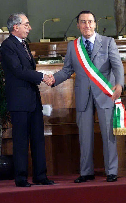Sindaco per 24 ore il giorno del suo 80esimo compleanno (a sinistra Giuliano Amato)