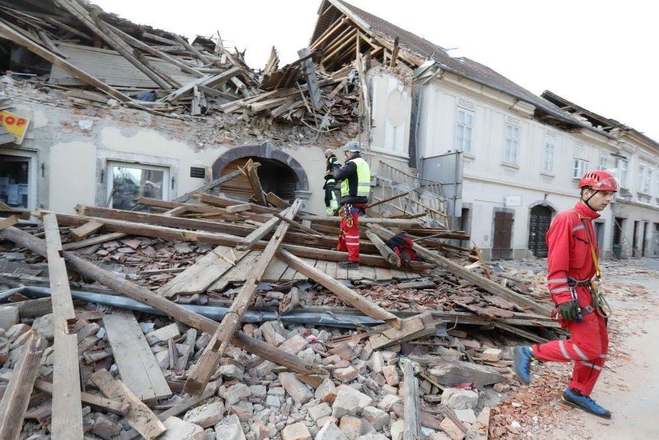 """In Croazia dolore e morte dopo il terremoto: """"Come a Hiroshima"""""""