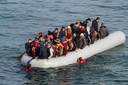 Affonda un barcone nel Mar Egeo, almeno 9 morti tra cui 5 bambini