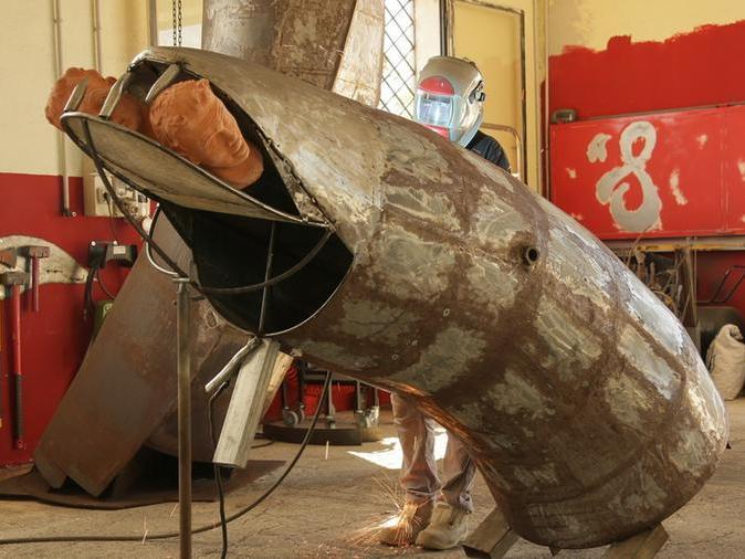 L'artista delle sculture invisibili torna nella sua Sardegna con un'opera a Santa Giusta