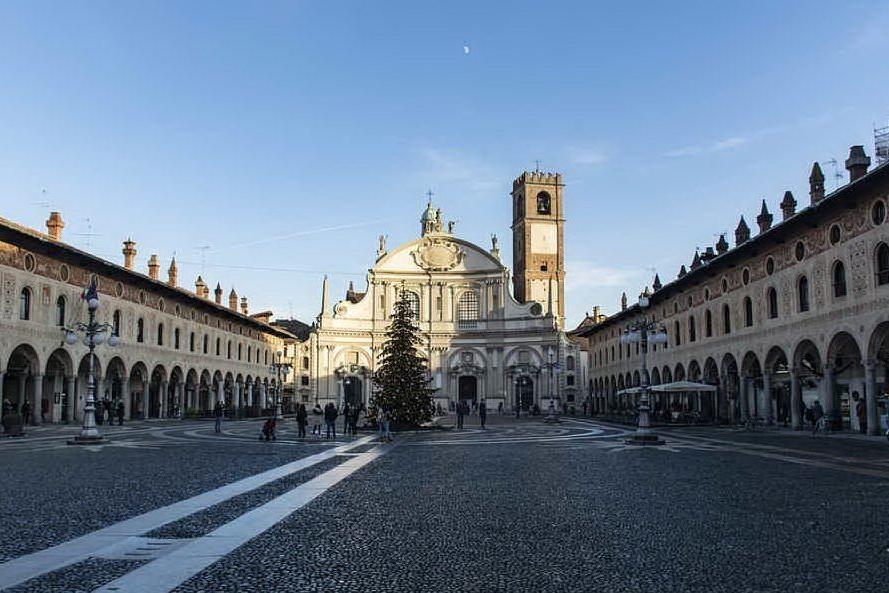 Vigevano, piazza Ducale (foto Pixabay)
