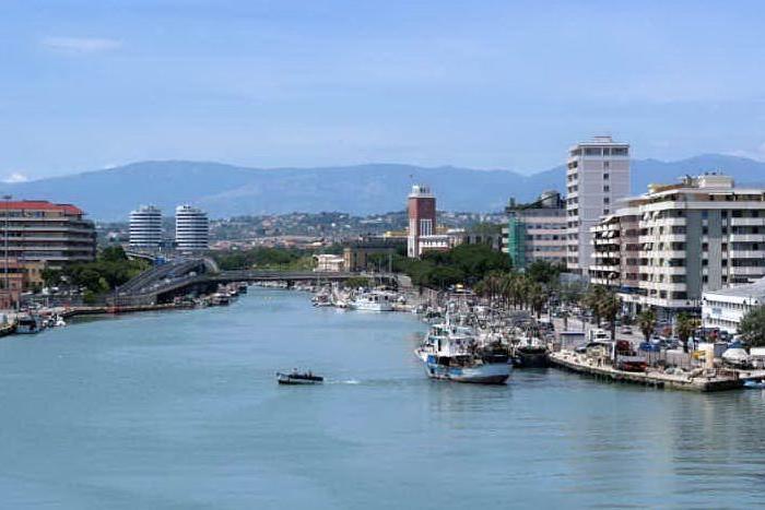 Paura a Pescara: pacchi bomba in città, evacuato il distretto sanitario