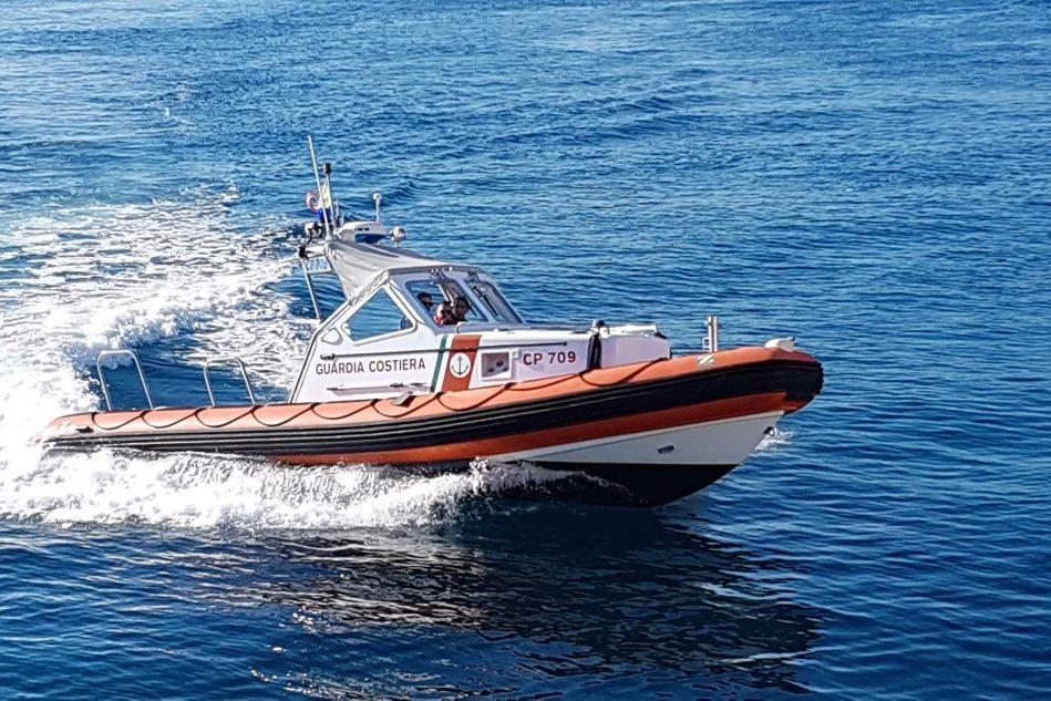 Golfo Aranci, nave scarica rifiuti al porto: multato il comandante