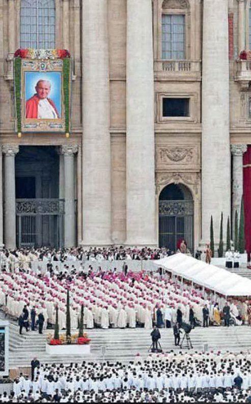 Oltre un milione di fedeli hanno assistito alla cerimonia (Archivio L'Unione Sarda)