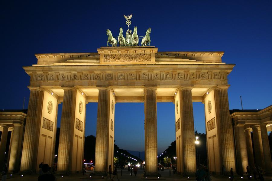 Orrore a Berlino, uccisa dai fratelli perché si è separata dal marito e ama un altro uomo