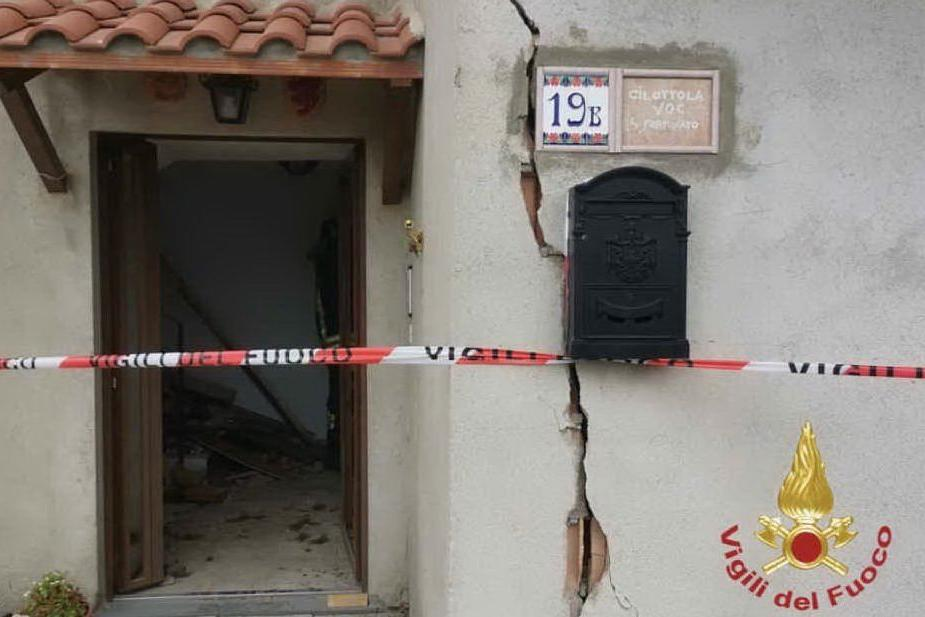 Esplosione in un'abitazione, una vittima tra le macerie
