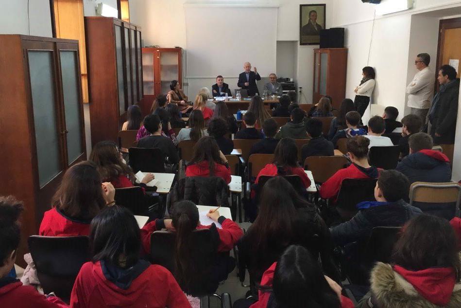 La presentazione del progetto alla scuola media Manno