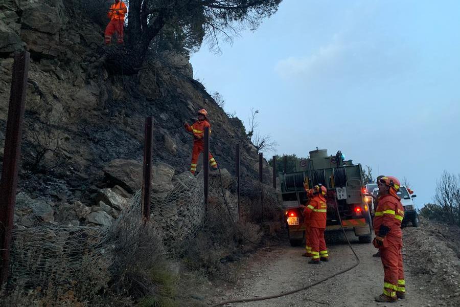Arzana, il fuoco brucia dieci ettari di bosco