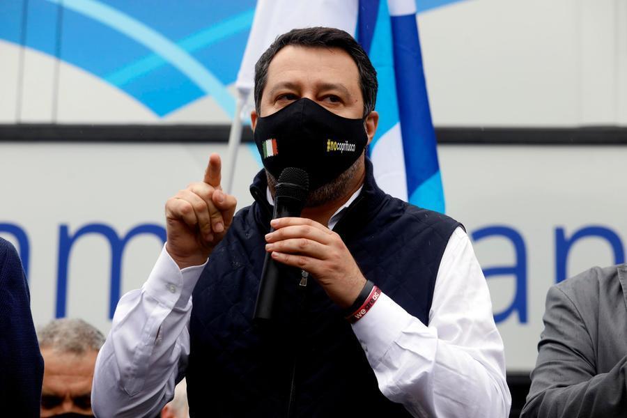 """Migranti, Salvini: """"Sbarchi inaccettabili, ho scritto a Draghi"""""""
