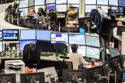 Borsa, Milano chiude in rialzo dello 0,24%