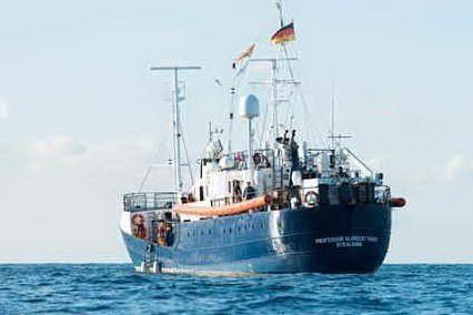 Migranti, Sea Watch: 65 persone soccorse al largo della Libia